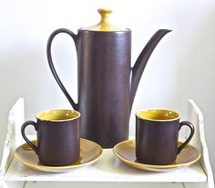 """Vintage Myott """"In Tone"""" Coffee pot with two cups & saucers. Dimensions: Coffee pot: 26 cm (h) x 22 cm (w) Cups/Saucers: 14 cm x 9 cm Retro Color, Cup And Saucer, Tea Pots, Cups, Colours, Etsy Shop, Coffee, Tableware, How To Make"""