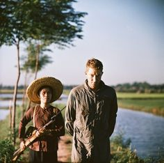 A captured American pilot in North Vietnam. Photo by Thomas Billhardt. Full album >>