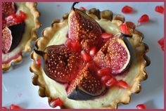 Tartlets with goat cheese and figs