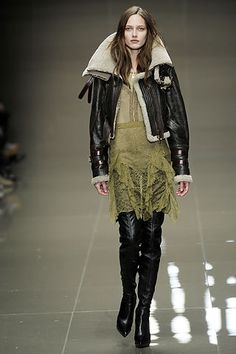 burberry fw10. amazing, duh. : http://www.style.com/fashionshows/complete/slideshow/F2010RTW-BURBERRY/