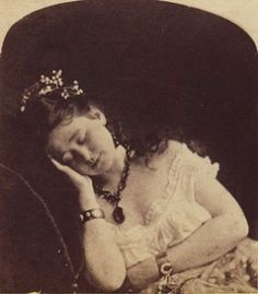 """I am so tired of seeing these photos of living people captioned as post mortem. (You can get more money for a post mortem photo. """"The Truth Behind Victorian Post-Mortem Photography"""" Photographie Post Mortem, Fotografia Post Mortem, Vintage Pictures, Old Pictures, Old Photos, Victorian Photos, Victorian Era, Victorian History, Memento Mori"""