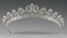 The Halo Scroll Tiara; Originally worn by the Queen Mother, Lady Elizabeth. The tiara was purchased by the Duke of York (King George VI) for the Duchess of York (the Queen Mother). Royal Crowns, Royal Tiaras, Tiaras And Crowns, Kate Middleton, Middleton Wedding, Royal Jewelry, Fine Jewelry, Silver Jewelry, Necklaces