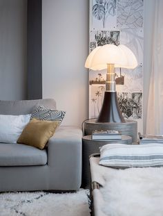 Maison cosy en black & white - Wood Wordkings My Site Small Space Living, Living Spaces, White And Gold Decor, Diy Fireplace, Bedroom Lamps, Home Design Plans, Trendy Home, Interiores Design, Home Living Room