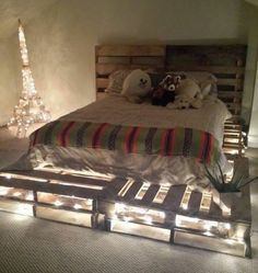 23 Really Fascinating DIY Pallet Bed Designs That Everyone Should See DIY pallet board bed frame and headboard idea. Used 10 pallet boards total for queen size mattress Wooden Pallet Beds, Pallet Bed Frames, Diy Pallet Bed, Pallet Ideas, Wood Pallets, Pallet Projects, Diy Projects, Project Ideas, Pallet Bed Lights