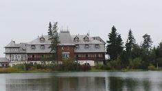 Ubytujte sa v rodinnom Hoteli Solisko na Štrbskom Plese a vyrazte na túry.     Vo Vysokých Tatrách bude od 1. novembra 2014 do 15. júna 2015 tradičná zimná uzávera vysokohorských chodníkov. Využite teda posledné víkendy, či celé týždne pred uzáverou, na posledné tohtoročné túry na Kriváň, Rysy a ďalšie obľúbené miesta vo Vysokých Tatrách, ktoré budú nasledujúceho pol roka nedostupné. http://www.hotelsolisko.sk