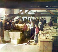 Упаковочное отделение. Боржом, 1912 г.