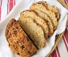 Oatmeal Soda Bread with apricots is a nice change from the usual raisin soda bread. Healthy, delicious and so easy to make. Yeast Bread, Bread Baking, Quick Bread, How To Make Bread, Cinnamon Oatmeal, Potato Bread, Soda Bread, Everyday Food, Sweet Bread