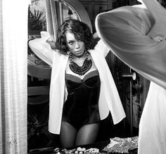 This is Angela Bassett. She is 55. Fifty-five. And she is ~SNATCHED.~ | Angela Bassett Gives A Master Class In SEXXY