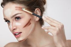 Portrait Of Beautiful Young Female With Smooth Skin And Fresh Makeup And Hands With Brush Applying Make-Up Product, Conturing And Highlighting Lines On Sexy Woman Face. Makeup Trends, Beauty Trends, Makeup Tips, Beauty Make-up, Beauty Hacks, Hair Beauty, Bad Makeup, Worst Makeup, Perfect Jawline