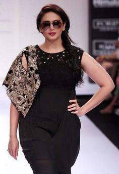 Huma Qureshi hot deep cleavage photos, Huma Qureshi hot spicy navel showing…