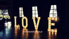 Świecący napis LOVE. Świecące litery LOVE. Do dekoracji sal weselnych