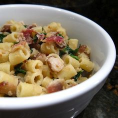 Pasta with spinach, beans and bacon for two