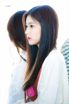 180904 IZ*ONE Hyewon at ICN Airport (Incheon National Airport) on their way to Japan Kpop Girl Groups, Kpop Girls, Yuri, Japanese Girl Group, Beautiful Asian Girls, Korean Singer, Girl Pictures, Girly Girl, Asian Beauty
