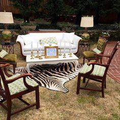 Another Victoria Belle Signature Vendor is Vintage Rental Co. Owner's Susan and Melissa brought truck loads of beautiful and uniques pieces to deck out the estate!!!! Open House 2016 #georgiawedding #victoriabelle #weddinginspiration #vintage #southernbri
