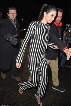 Model body: Kendall Jenner leaves the Alexander Wang NYFW show to sign copes in LOVE magaz...