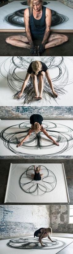 """""""Emptied Gestures"""", expérimentation avec le dessin cinétique, charbon de bois. -Heather Hansen."""