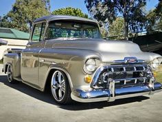 a sweet chevy but a bit low for me Custom Pickup Trucks, Vintage Pickup Trucks, Classic Pickup Trucks, Chevy Pickup Trucks, Gm Trucks, Chevy Pickups, Chevrolet Trucks, 1957 Chevrolet, Pickup Camper