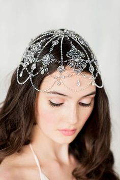 Bridal head chain head cap: If you are ready to walk down that aisle as if it were your personal runway, you'll need to bring on the trends. Look no further than an ornate head cap, it will ensure that all the attention is where it should be- on you!