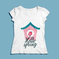 T-shirt Hello Spring | Een 100% katoen single jersey t-shirt verkrijgbaar met v-hals of ronde hals met lente opdruk voor dames! In diverse maten verkrijgbaar.  #kleding #textieldruk #textielprint #opdruk #print #eigenprint #damesshirt #herenshirt #tshirt #shirt #witshirt #dames #lente #vogelhuisje #vogelhuis #vogel #voorjaar #seizoen