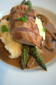 reminiscence kitchen: Helstekt indrefilet av svin med kremet soppsaus