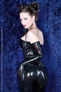 Kay Morgan | Brigitte More | black latex