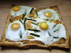 Breakfast Pizza with Asparagus and Eggs