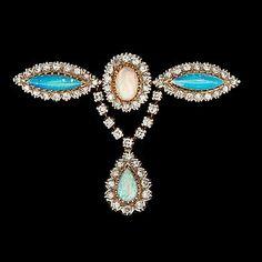 BROSCH, 18k guld och vitguld med cabochonslipade opaler samt åttkantslipade diamanter. Vikt ca14g.