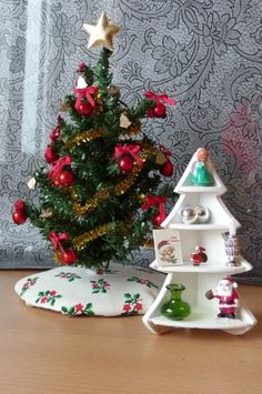 how to: Christmas tree shaped bookcase