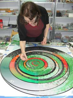 tempered glass mosaics - Google Search Mosaic Garden, Mosaic Art, Mosaic Glass, Glass Art, Rangoli Designs, Handicraft, Beach Mat, Projects To Try, Outdoor Blanket