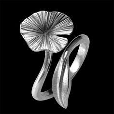 Anel CRAVO. Disponível em Ouro 18K, Prata e Gold Plated. Anel Regulável, adapta-se a todos os tamanhos de dedos. Larg : 1,7 cm