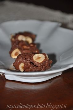 Questi biscottini sono veramente la fine del mondo....per tantissimi motivi: pochi ingredienti ma buoni; poco tempo per realizzarli...