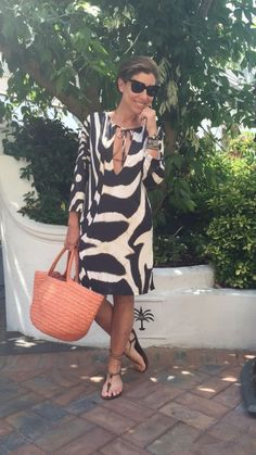 Look da praia do segundo dia. adorei a minha bolsa nova da Sans Arcidet que é… Mature Fashion, Over 50 Womens Fashion, Fashion Over 50, Mode Ab 50, Ethno Style, One Piece Swimwear, Mode Style, 50 Style, Casual Looks