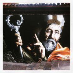 Santo Ambrósio, padroeiro da cidade. Grafite em Milão