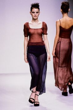 Prada Spring 1997 Ready-to-Wear Fashion Show - Guinevere Van Seenus