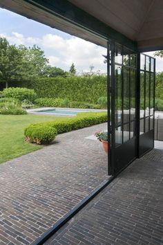 Ancienne Belgique #Claypavers Koperbruin #klinkers #terras #tuin #pool #garden #gardeninspiration | Bouwpunt Botha