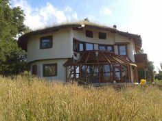 Casa Sepal a orillas del Lago Caburga Sand House, Circle House, Hippie House, Natural Homes, Earth Homes, Natural Building, Earthship, Diy Home Improvement, Handmade Home