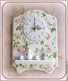 """Купить Часы с полочкой настенные кухонные """"Розовый сад"""" - кремовый, розочки, роза, миниатюра, посуда Clock Craft, Diy Clock, Clock Decor, Clock Painting, Ceramic Painting, Globe Art, Kitchen Clocks, Newspaper Crafts, Wooden Clock"""