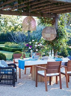Love this blue and white porch set up