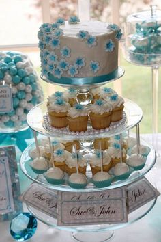 Blue and white wedding cupcake tower display with a layer of cake on top - so heavenly #wedding #cupcakes #cupcaketower #blue #weddingcake