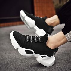 Luxury Fashion Design Men Outdoor Flying Weaving Non-slip He Dad Sneakers, Air Max Sneakers, Adidas Superstar Trainers, Trend Sport, Luxury Fashion, Mens Fashion, Running Shoes For Men, Sock Shoes, Types Of Shoes