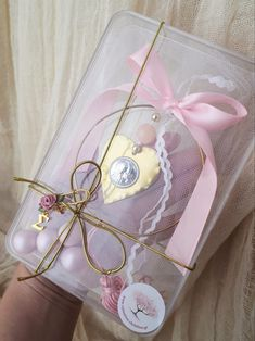 Gift Wrapping, Gifts, Gift Wrapping Paper, Favors, Gift Packaging, Presents, Gift, Wrapping Gifts, Wrapping