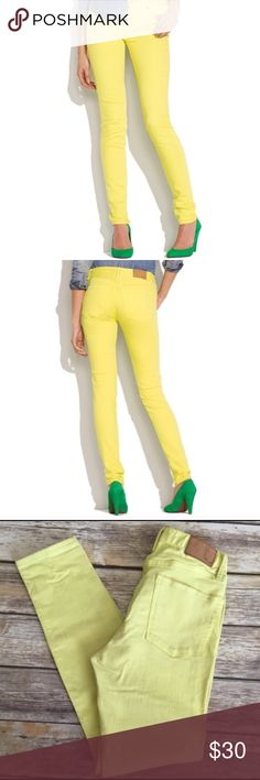 "Madewell Skinny Skinny Colorpop Jeans in Citrus Bright citrus yellow colored ""Skinny Skinny Colorpop"" jeans by Madewell. First 2 pictures are stock photos; color is represented best by actual photos of Jeans. Very good preowned condition with no flaws. Size 27x32. Approximate waist is 27"", rise is 8.25"", and inseam is 29"". ⚓No trades or holds. I negotiate only through the offer button. Any measurements listed are approximate since I am not a seamstress. 🚭🐩B1 Madewell Jeans Skinny"