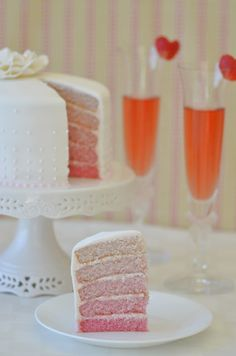 Champagne & Strawberries Ombre Cake | Building Buttercream
