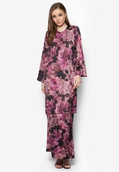 Baju Kurung Pahang Asirah from Butik Sireh Pinang in Purple A traditional masterpiece that will stand the test of time, Butik Sireh Pinang channels their stylish flair on the Muslimah classic. The brand enlivens the well-loved baju kurung silhouette with a splash of multi-coloured abstract print.   Top - ... #bajukurung #bajukurungmoden