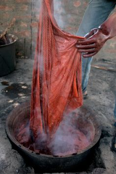 5 unexpected natural sources of dye. Great for it you want to make clothing without synthetics.