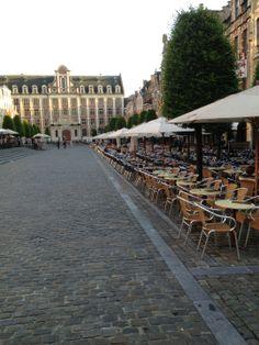 Plezier verzekerd op de Oude Markt: terrasjes, kermis in september, Marktrock,....