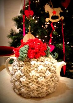 Waiting teatime! Porcelain teapot with wool covering