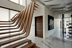 sculptural wooden staircase - Mexican studio Arquitectura en Movimiento Workshop designed an apartment in Mumbai featuring a sculptural wooden staircase. The U-shaped staircase. U Shaped Staircase, Wood Staircase, Wooden Stairs, Modern Staircase, Staircase Design, Spiral Staircase, Staircase Ideas, Stair Layout, Escalier Design