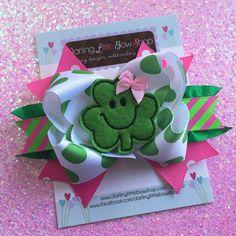 "St. Patrick de dag Bow---roze en groene boog--vrij klaver---5-6"" boog met Shamrock center--optionele hoofdband"