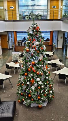 Wanna keep it classic and classy? Take a look at our Red and White Christmas Tree! Led Christmas Tree, White Christmas, Commercial Christmas Decorations, Traditional Christmas Tree, Red And White, Modern Design, Classy, Entertaining, Seasons